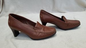 Women's Hush Puppies brown leather heel loafer shoes, size 9.5 for Sale in Ithaca, NY