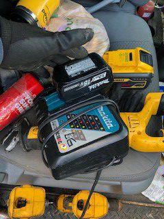 Makita 3.0 bat and charger for Sale in Tamarac, FL