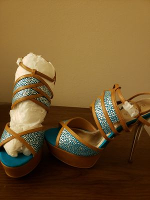 Brand new pumps and matching wristlet for Sale in Chesapeake, VA