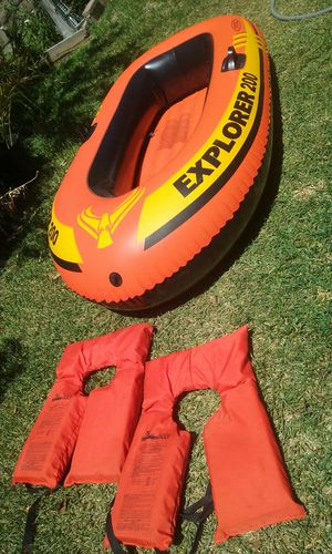 Inflatable boat with life vests price is firm no lowballers please no trades for Sale in Fontana, CA