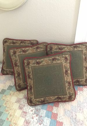 Four accent pillows for Sale in Santa Maria, CA