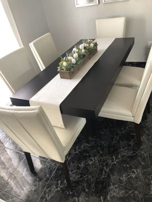 Kitchen table and chairs for Sale in Miami, FL