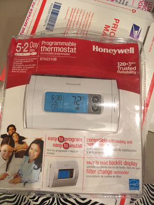 Honeywell Programable Thermostat for Sale in Oak Park, IL