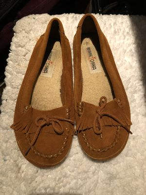 Minnetonka size 6 woman's flats hardly used looks new for Sale in Anaheim, CA