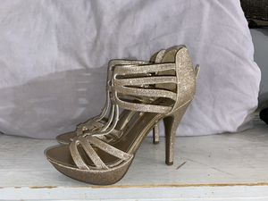 High Heel Golden Glitter Shoes ... GREAT CONDITION WORK ONLY ONCE. Size 8.5 in Women's for Sale in Lorton, VA