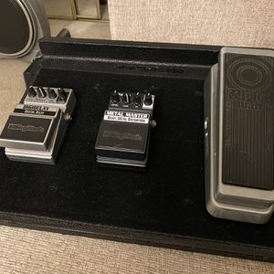 Gator Pedal Tote Pedal Board With Pedals & Gig Bag for Sale in Beaverton, OR