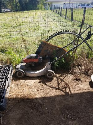 Lawnmower won't start for Sale in Clovis, CA