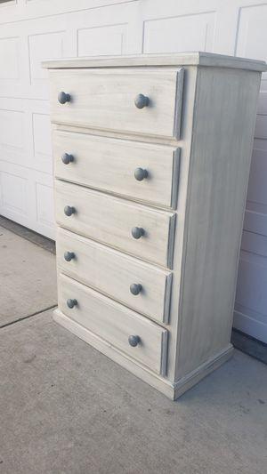 Highboy dresser for Sale in Turlock, CA