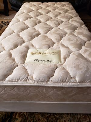 Twin size beds Mattress set box spring bed frame for Sale in Lynnwood, WA