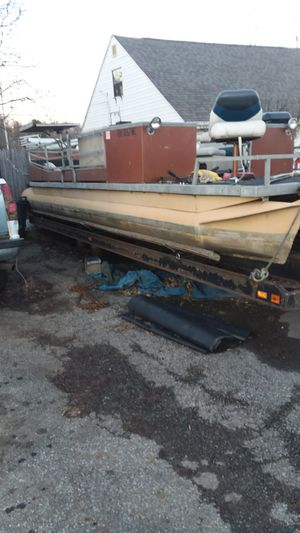 24 foot pontoon boat but has it out beginning of last year will trade what do you have for Sale in Columbus, OH