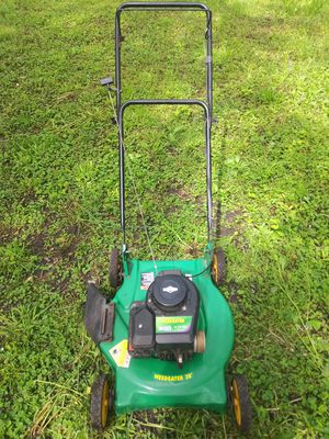 Nice Weedeater Side Chute Lawnmower with adjustable Wheels very good for Sale in Lorain, OH
