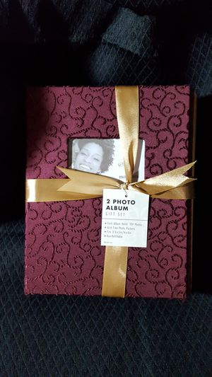 New photo album gift set ea holds 104 photos for Sale in South Zanesville, OH