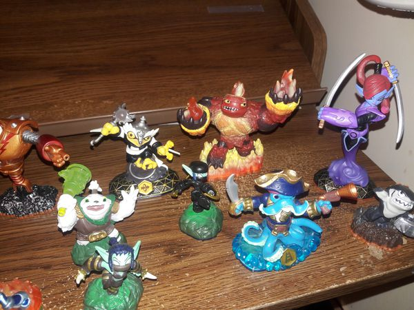 Skylander figurines with cards What your offer