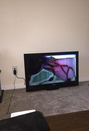 "NOT smart Vizio CRACKED 36"" flat screen for Sale in Apopka, FL"
