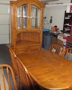 Pennsylvania House Extendable Table With 6 Chairs And China Hutch for Sale in Las Vegas,  NV