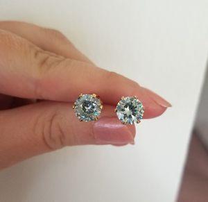 New 4ct beautiful light blue moissanite diamonds stud earrings for Sale in Bloomfield Hills, MI