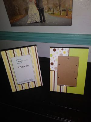 Set of two 4 by 6 inch photo frames for Sale in Elkton, MD