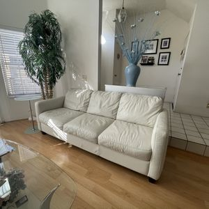 Sleek White Leather Couch for Sale in Torrance, CA