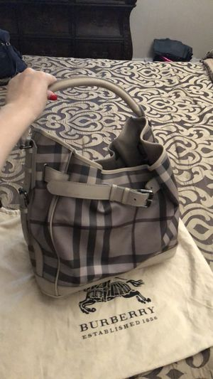 Burberry tote bag for Sale in March Air Reserve Base, CA