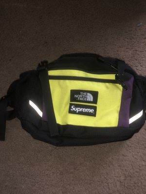 North face supreme fanny pack for Sale in Fresno, CA