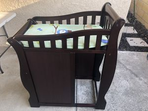 Diaper Changing Table (Newborn/Infant/Baby) - 3 Drawers - Dark Wood with Changing Pad for Sale in Lakewood, CA