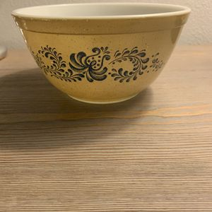 Vintage Homestead Pyrex 402 1 1/2 Quart Bowl for Sale in Marysville, WA