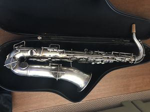 The Buescher elkhart ind saxophone with case for Sale in San Diego, CA
