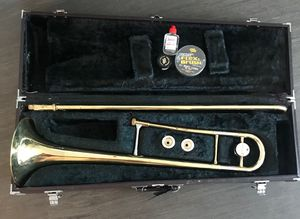 Yamaha trombone, comes with 2 mouth pieces,brush and oil/lube for Sale in Fontana, CA