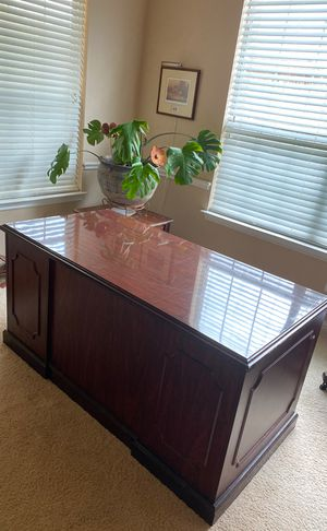 Free missing parts desk great for work art and craft table AS IS for Sale in Round Rock, TX