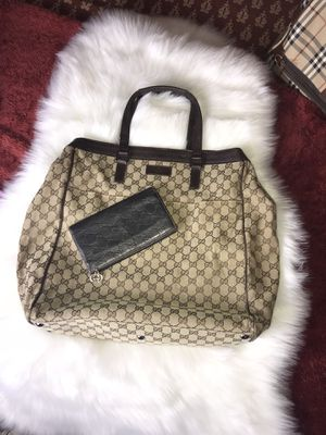 GUCCI LARGE TOTE BAG WITH WALLET for Sale in Aurora, CO