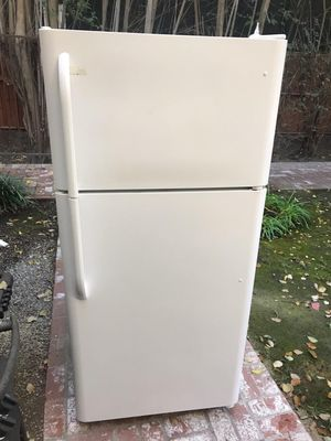 $250 Frigidaire white 18 cubic fridge includes delivery in the San Fernando Valley a warranty and installation for Sale in Los Angeles, CA