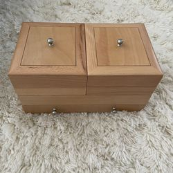 Hold Everything brand Jewelry Box for Sale in Chicago,  IL