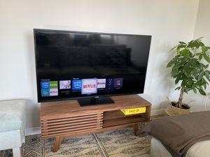 Mid-Century Modern TV Stand in Walnut for Sale in Orlando, FL