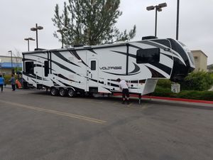2014 voltage toy hauler for Sale in Willowick, OH