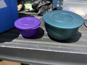 Vintage Tupperware Impressions Mixing Bowls, blue 4.3L, and purple 1.3L for Sale in Glenshaw, PA
