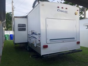 2003 keystone travel trailer 29 ft for Sale in Miami, FL