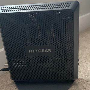 NETGEAR Nighthawk Cable Modem Wi-Fi Router Combo C7000 (version 2) for Sale in Bixby, OK