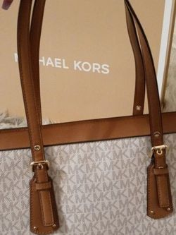 MICHAEL KORS BAG for Sale in Annandale,  VA