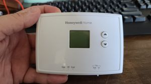 Honeywell Digital Non-Programmable Thermostat for Sale in Long Beach, CA