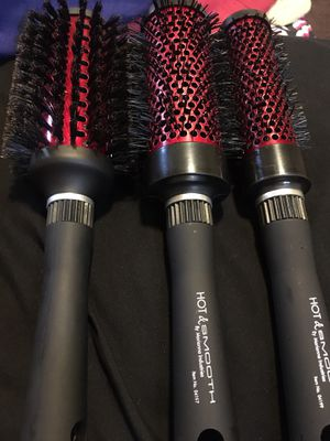 MARIANA PROFESSIONAL Hot & smooth round brushes for Sale in San Bernardino, CA
