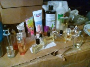 lot of 22 top brand perfumes an lotions for Sale in St. Louis, MO