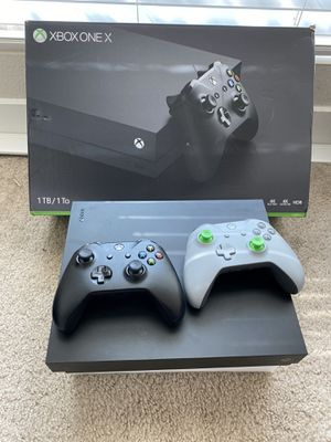 Xbox One with games and 2 controllers LIKE NEW!! for Sale in Miami, FL