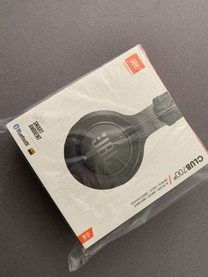 JBL CLUB 700 - Premium Wireless Over-Ear Headphones with Hi-Res Sound Quality - Black for Sale in Westminster, CA
