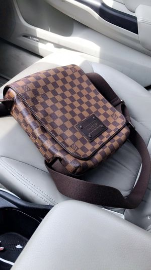 Louis Vuitton Damier Ebene Brooklyn PM Shoulder Bag for Sale in Round Rock, TX
