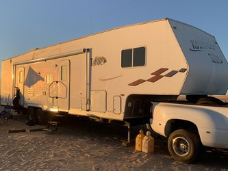 2005 Thor Tahoe Transport Fifth Wheel Toy Hauler for Sale in Chino,  CA