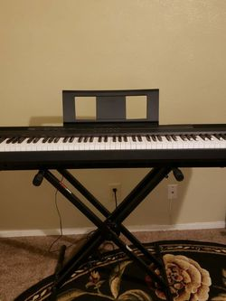 Yamaha P105B - 88key Weighted Action With Stand And Books for Sale in Arlington,  TX
