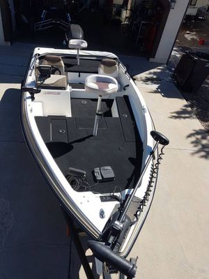 Javelin boat bass motor 90 hp Johnson motor year 2000 for Sale in Phoenix, AZ