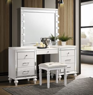 3PC MAKEUP VANITY SLAYSTATION WITH LIGHTS for Sale in Chino, CA