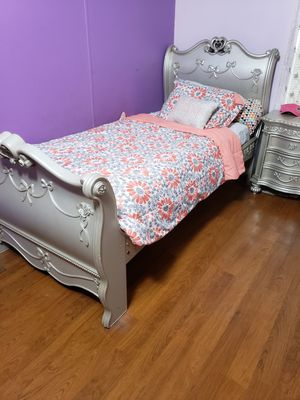 Silver twin girl bed set for Sale in Fellsmere, FL