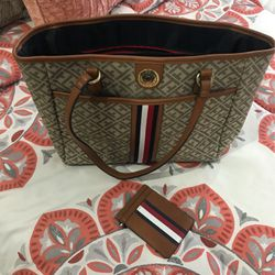 Tommy Hilfiger Purse & small Wallet for Sale in Spartanburg,  SC